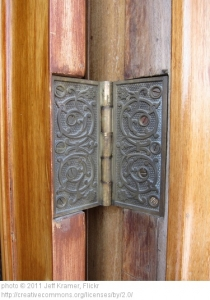 how to fix door hinge