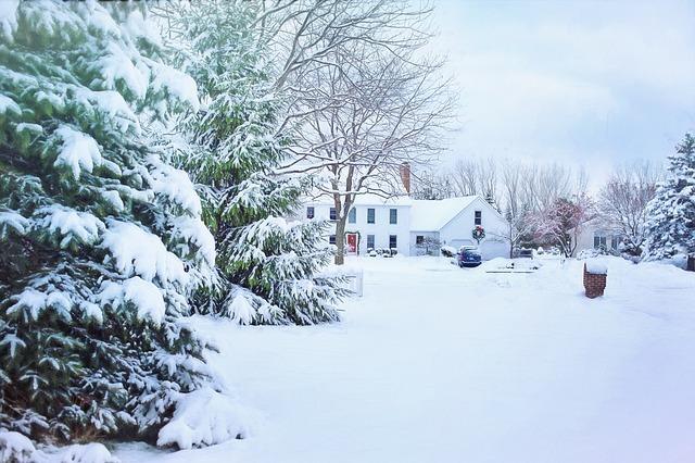 christmas-house-1901846_640
